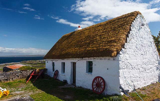 Traditional Irish Cottage. Irish Gifts.